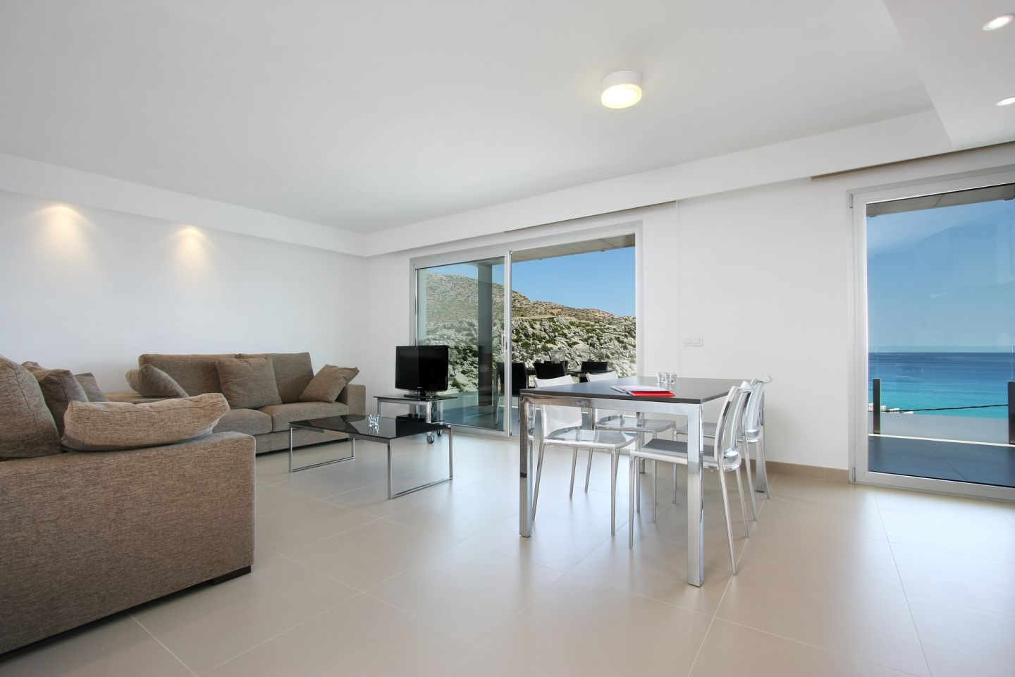2 Bed Apartment for sale in Cala San Vicente 1