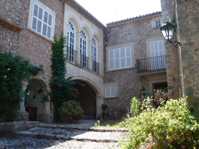 11 Bed Countryside House for sale in ESCORCA