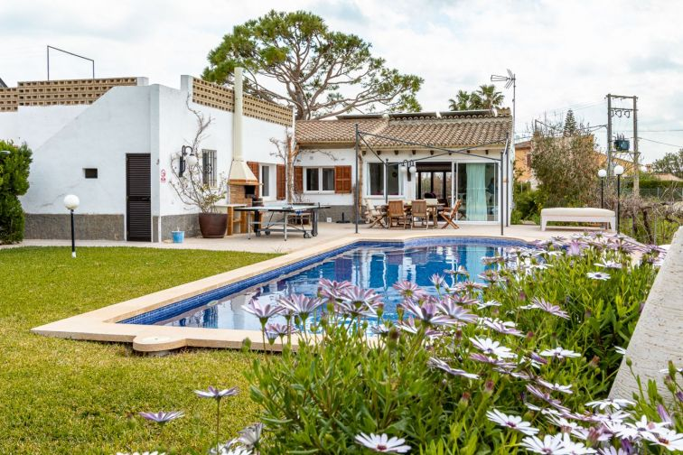 4 Bed Countryside House for sale in Puerto Pollensa