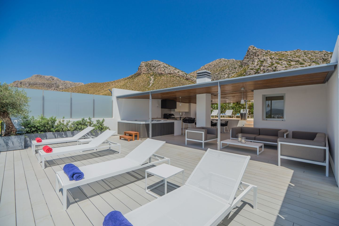 3 Bed Penthouse for sale in PUERTO POLLENSA 3