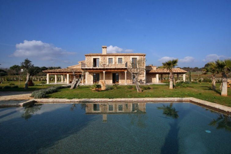 8 Bed Countryside House For Sale in POLLENSA